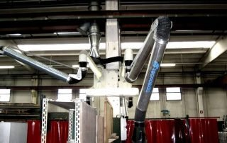 Articulated extraction arm for localized suction