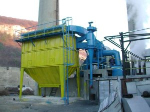 Insulated bag filter for high temperature - biomass combustion