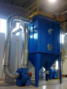 Self cleaning industrial dust collector