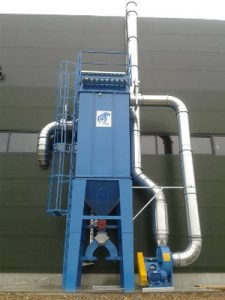 Industrial self cleaning fabric filter