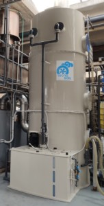 Wet scrubber for the abatement of fumes coming from the production of detergents